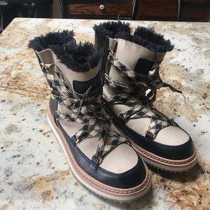 Kate spade faux fur lace up boots 🥾 sz 7